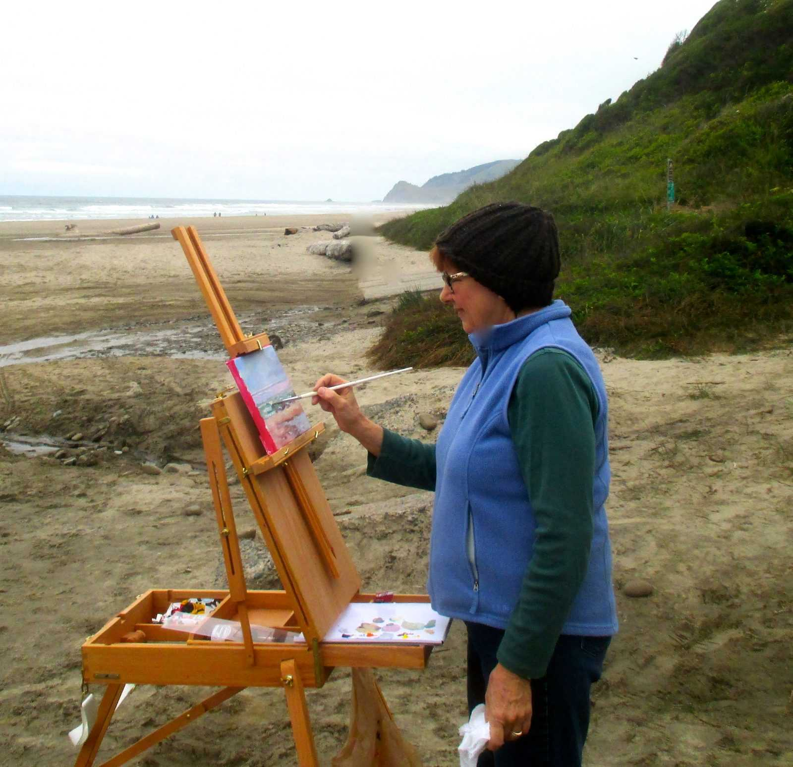 Laurie Carlson painting on Lincoln City Beach